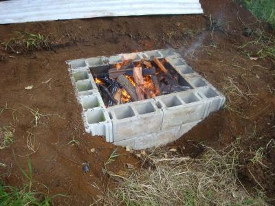 Biochar retort vs pit trials ahualoa hawaii bioenergy for How to build a fire pit with concrete blocks